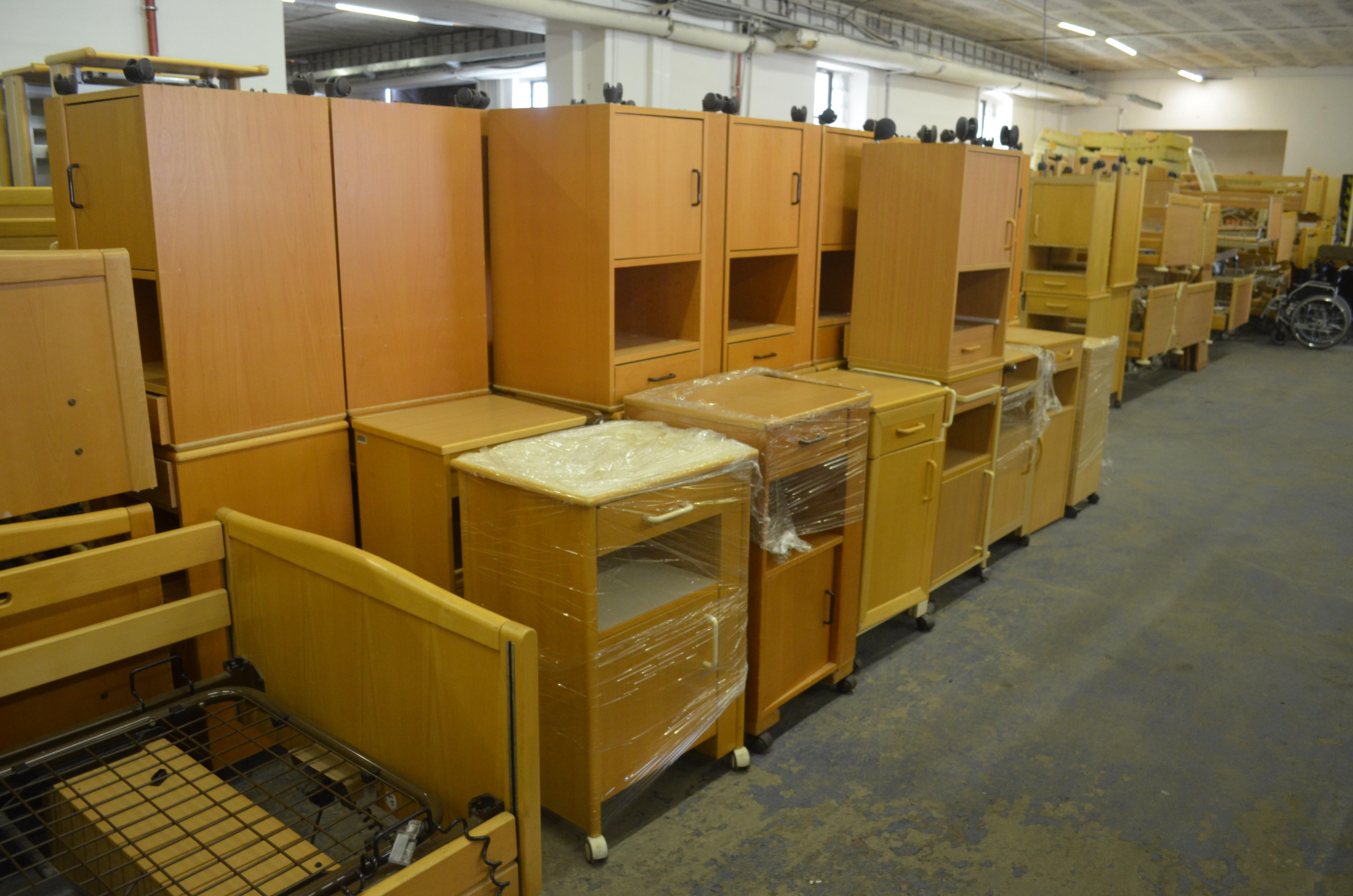 polohovací postel největší výběr stolky_a_skříně